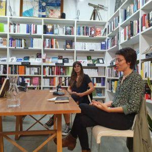 En el marco del programa Afinidades Electivas, promovido por el Ministerio de Cultura, recibimos a Eva Baltasar y Eider Rodríguez que conversarán sobre su obra y su experiencia escribiendo en su lengua materna (catalán y euskera respectivamente) y siendo traducidas al castellano.