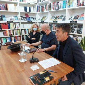 Recibimos al escritor y crítico literario Manuel Arranz. Nos presentó su último libro de aforismos «Incertidumbres y piruetas». Le acompañaron José Saborit y Everilda Ferriols.