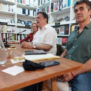 Nos visitó el escritor Luis Landero. Hablamos con él sobre su último libro El huerto de Emerson. Le acompañaron en la mesa y presentaron el acto Eve Ferriols y José Saborit.