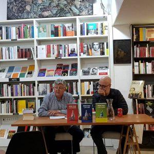 Miguel Sanfeliu presentó a Rodrigo Fresán en la librería Ramón Llull de Valencia el 16 de octubrede 2019.